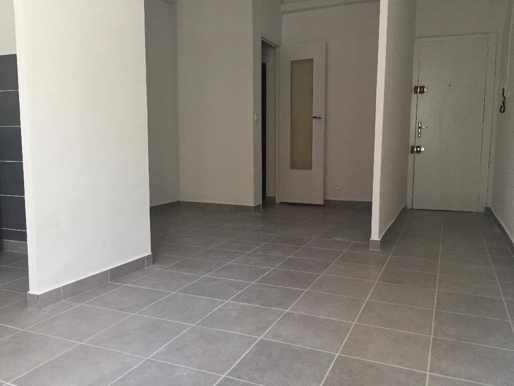 Appartement à louer 1 25.4m2 à La Seyne-sur-Mer vignette-2