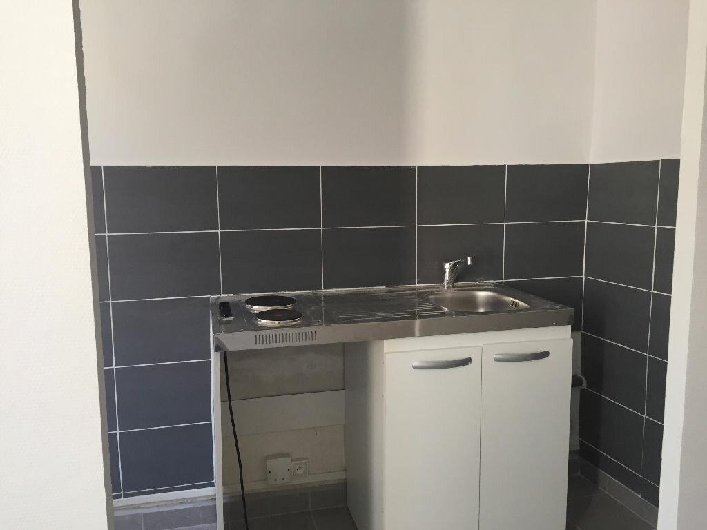 Appartement à louer 1 25.4m2 à La Seyne-sur-Mer vignette-3