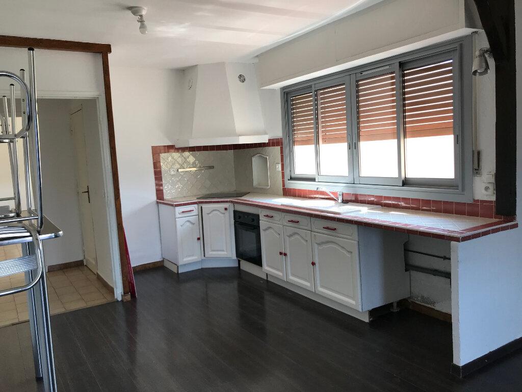 Appartement à louer 4 75.52m2 à Six-Fours-les-Plages vignette-2