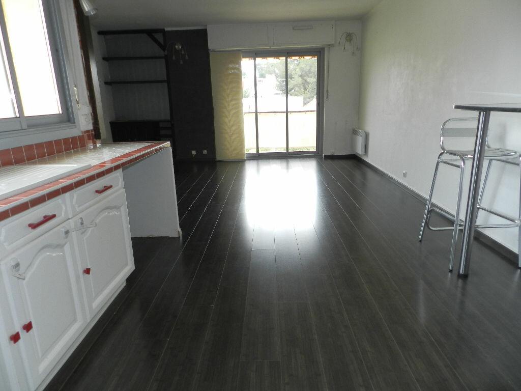 Appartement à louer 4 75.52m2 à Six-Fours-les-Plages vignette-3