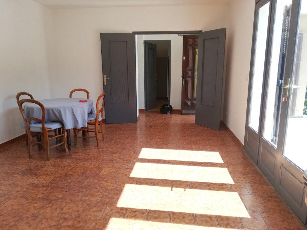 Appartement à louer 3 82m2 à La Seyne-sur-Mer vignette-2
