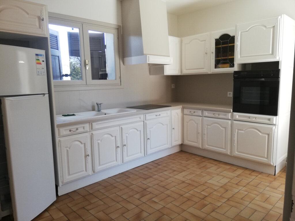 Appartement à louer 3 82m2 à La Seyne-sur-Mer vignette-3
