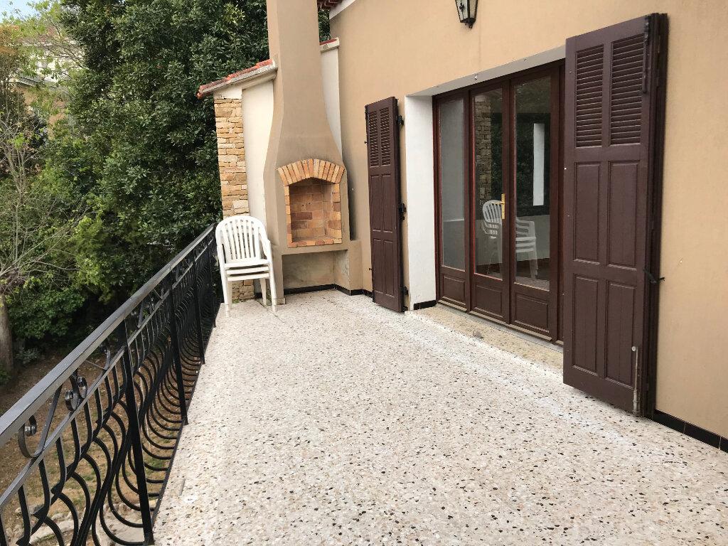 Appartement à louer 3 82m2 à La Seyne-sur-Mer vignette-4