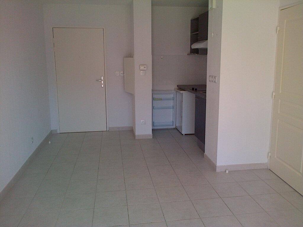 Appartement à louer 2 37.4m2 à La Seyne-sur-Mer vignette-2