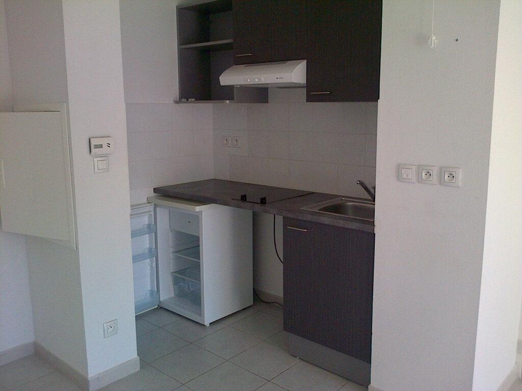 Appartement à louer 2 37.4m2 à La Seyne-sur-Mer vignette-4