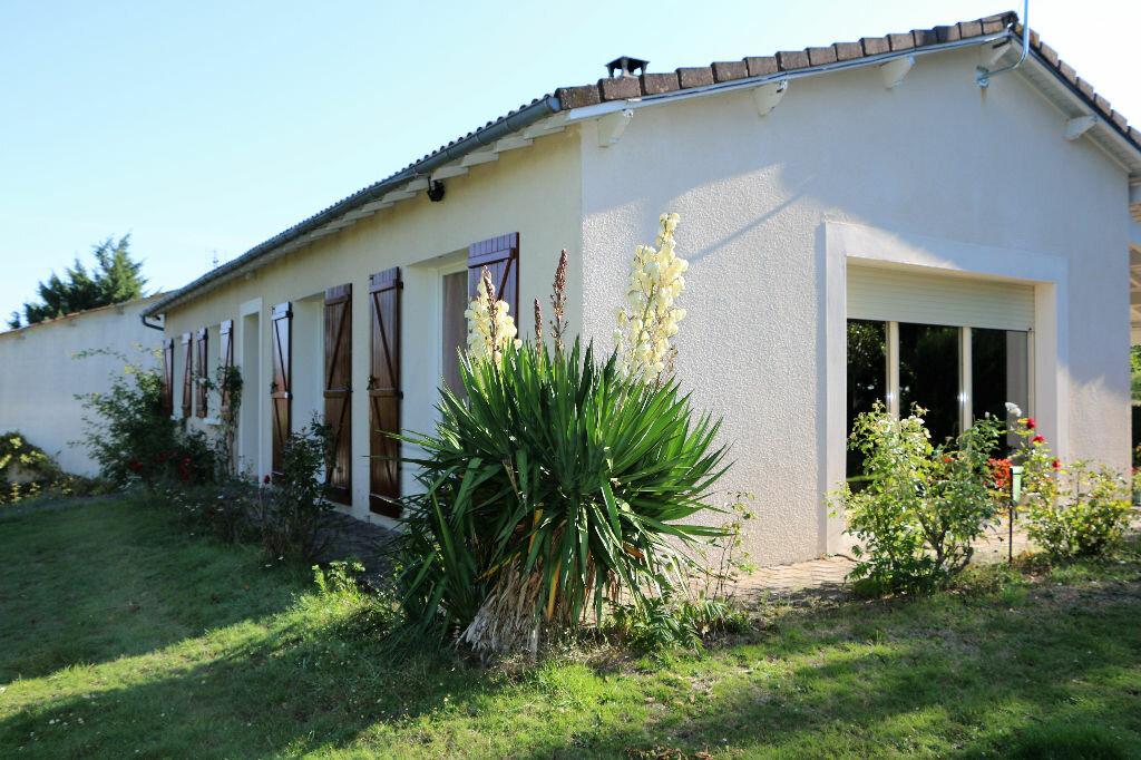 Maison à vendre 7 130m2 à Bressuire vignette-6