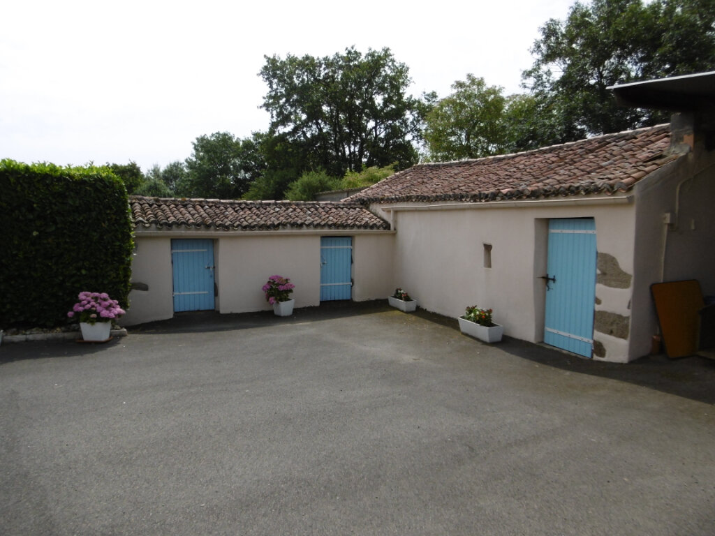 Maison à vendre 5 130m2 à Chiché vignette-2