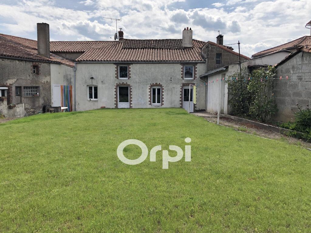 Maison à vendre 9 210m2 à Bressuire vignette-1