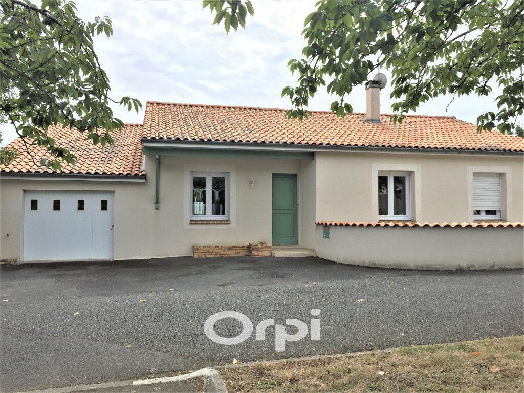 Maison à vendre 7 125m2 à Bressuire vignette-1