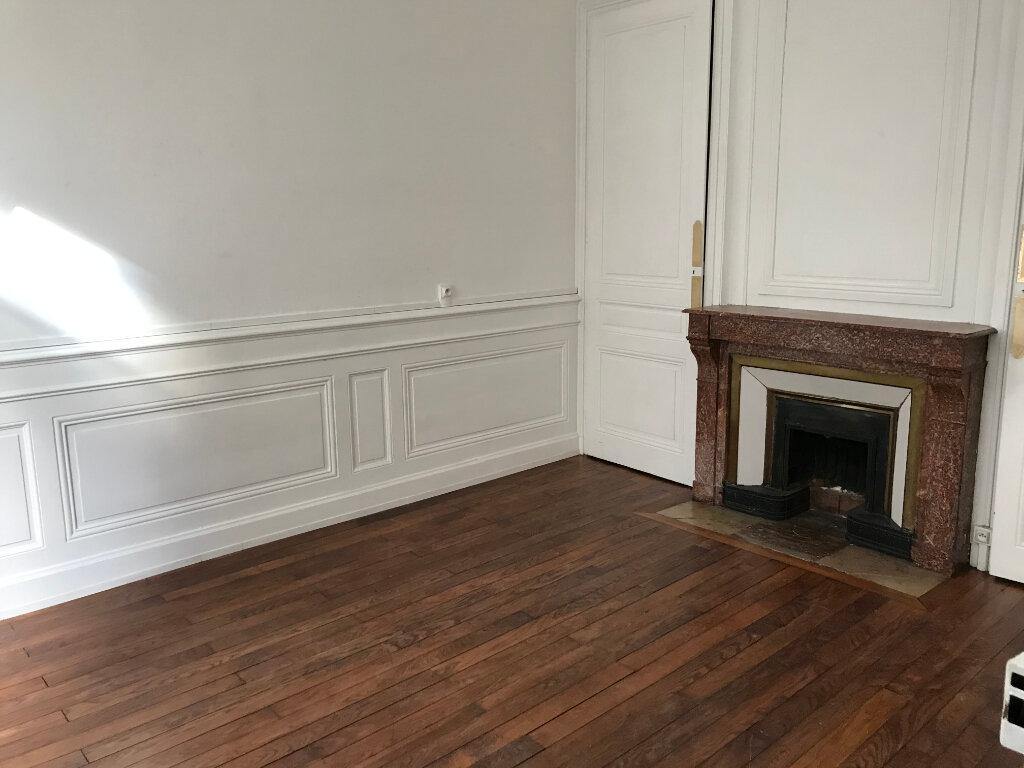 Maison à louer 4 100.6m2 à Caluire-et-Cuire vignette-2