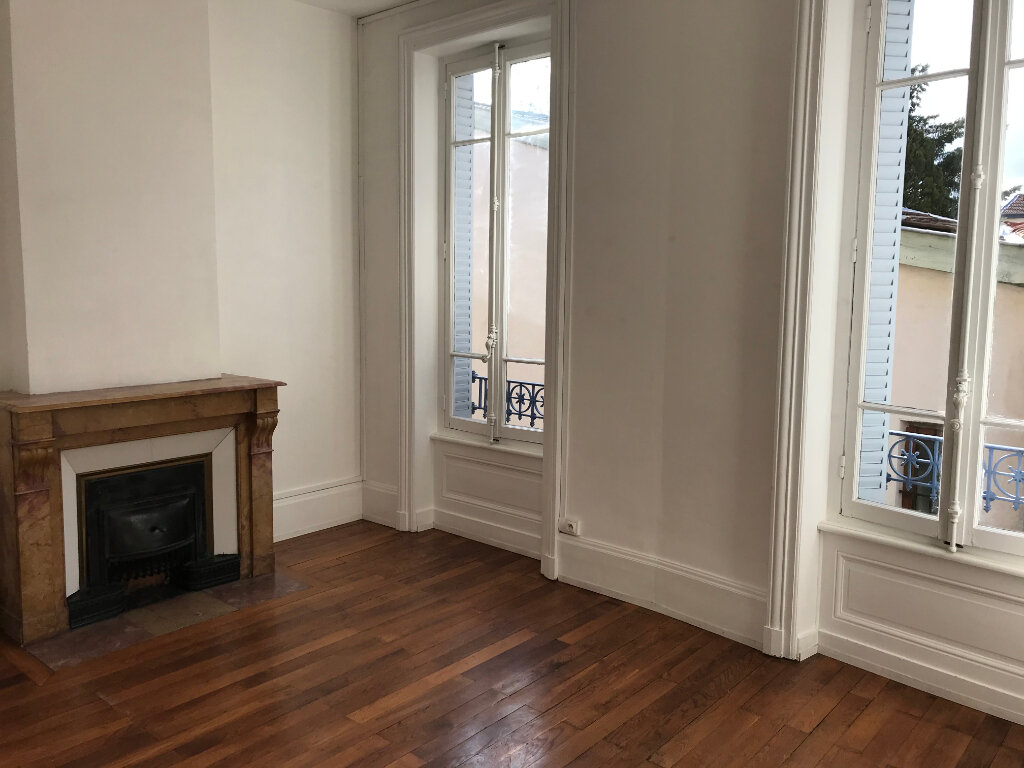 Maison à louer 4 100.6m2 à Caluire-et-Cuire vignette-3