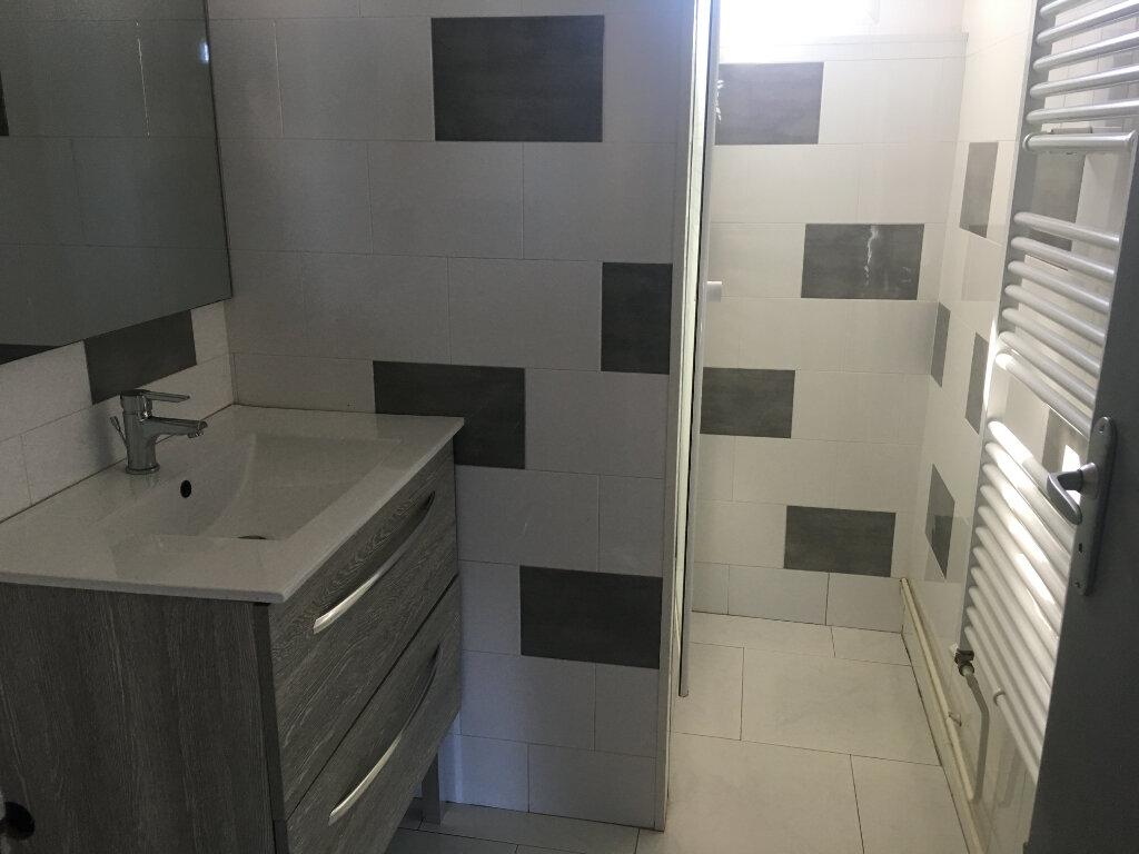 Appartement à louer 3 65.7m2 à Caluire-et-Cuire vignette-3