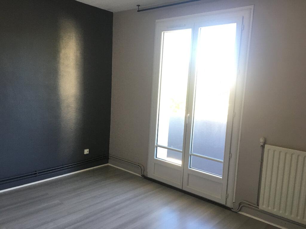 Appartement à louer 3 65.7m2 à Caluire-et-Cuire vignette-4