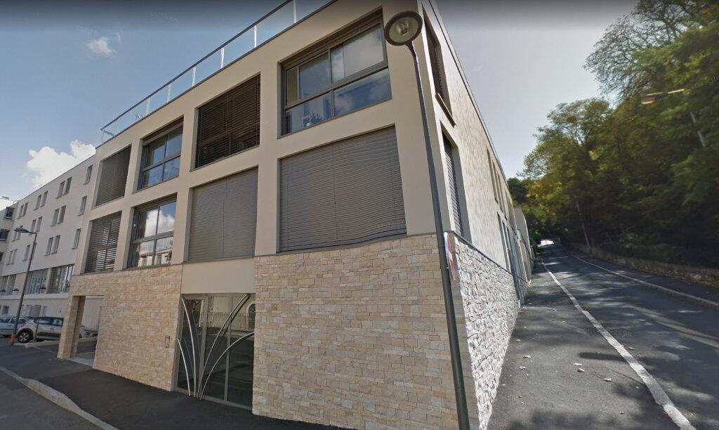 Appartement à louer 3 67.98m2 à Caluire-et-Cuire vignette-1