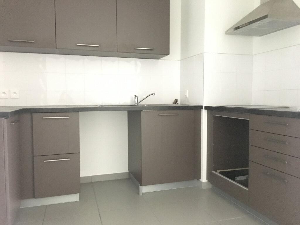 Appartement à louer 3 67.98m2 à Caluire-et-Cuire vignette-3
