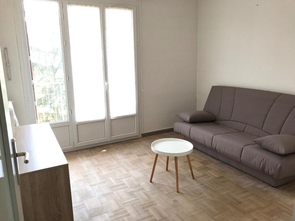 Appartement à louer 1 27.3m2 à Lyon 5 vignette-1