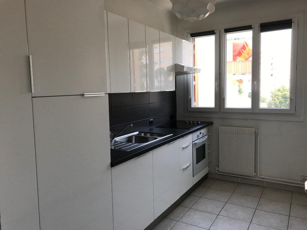 Appartement à louer 1 27.3m2 à Lyon 5 vignette-3