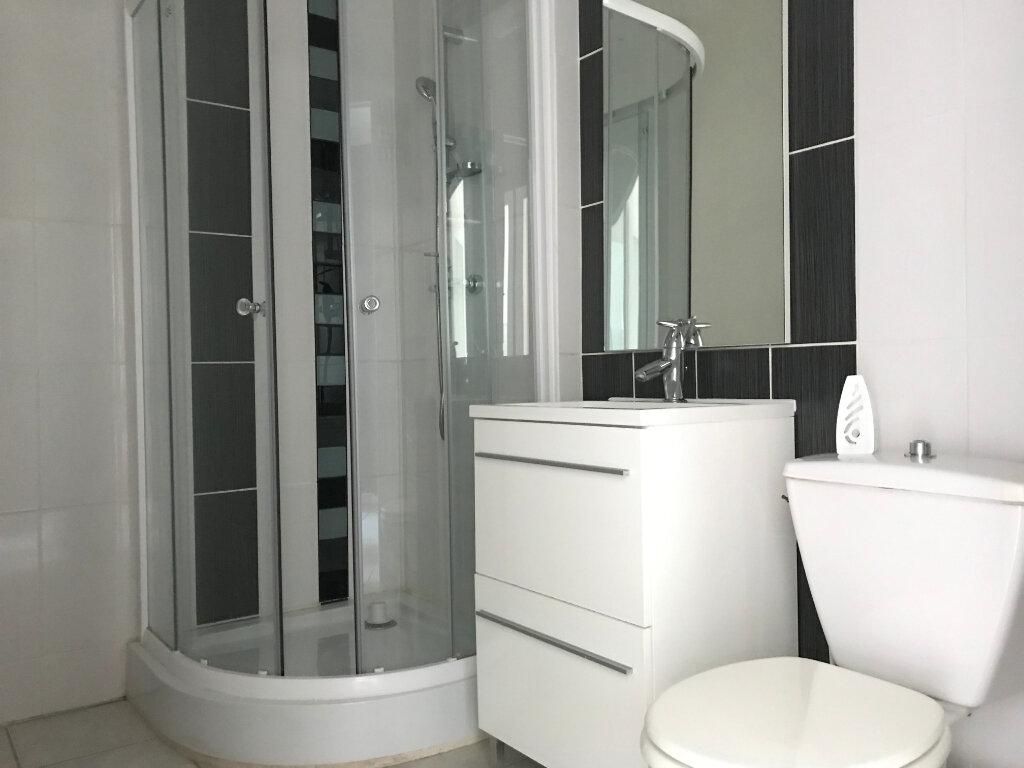 Appartement à louer 1 27.3m2 à Lyon 5 vignette-4