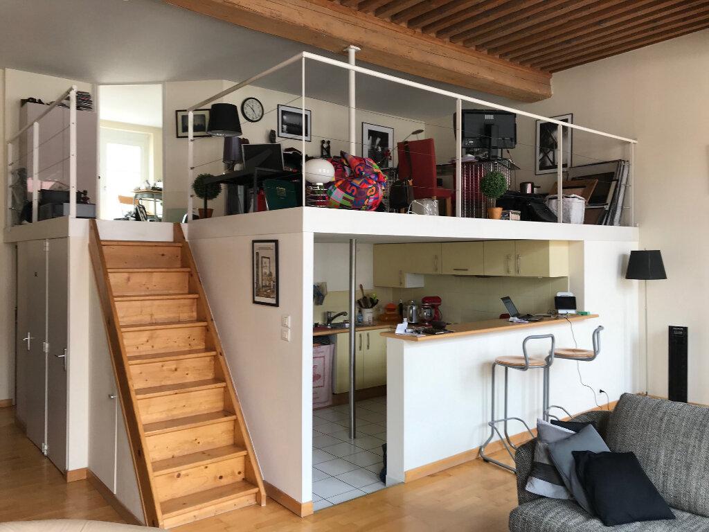 Appartement à louer 3 101.25m2 à Lyon 4 vignette-4