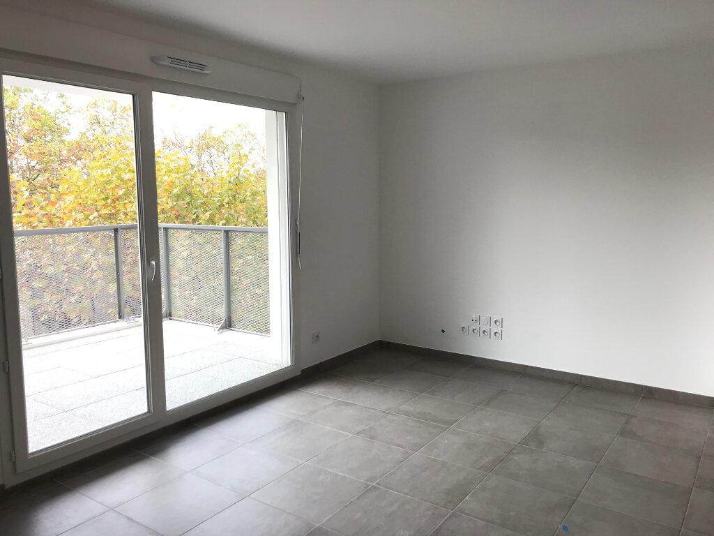 Appartement à louer 3 58.26m2 à Vaulx-en-Velin vignette-2