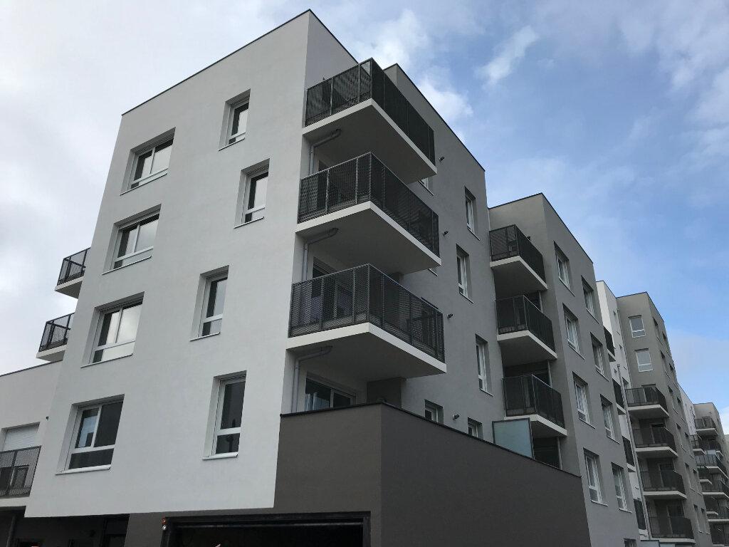 Appartement à louer 3 58.26m2 à Vaulx-en-Velin vignette-6