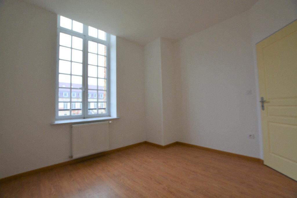 Appartement à louer 3 69.15m2 à Abbeville vignette-4