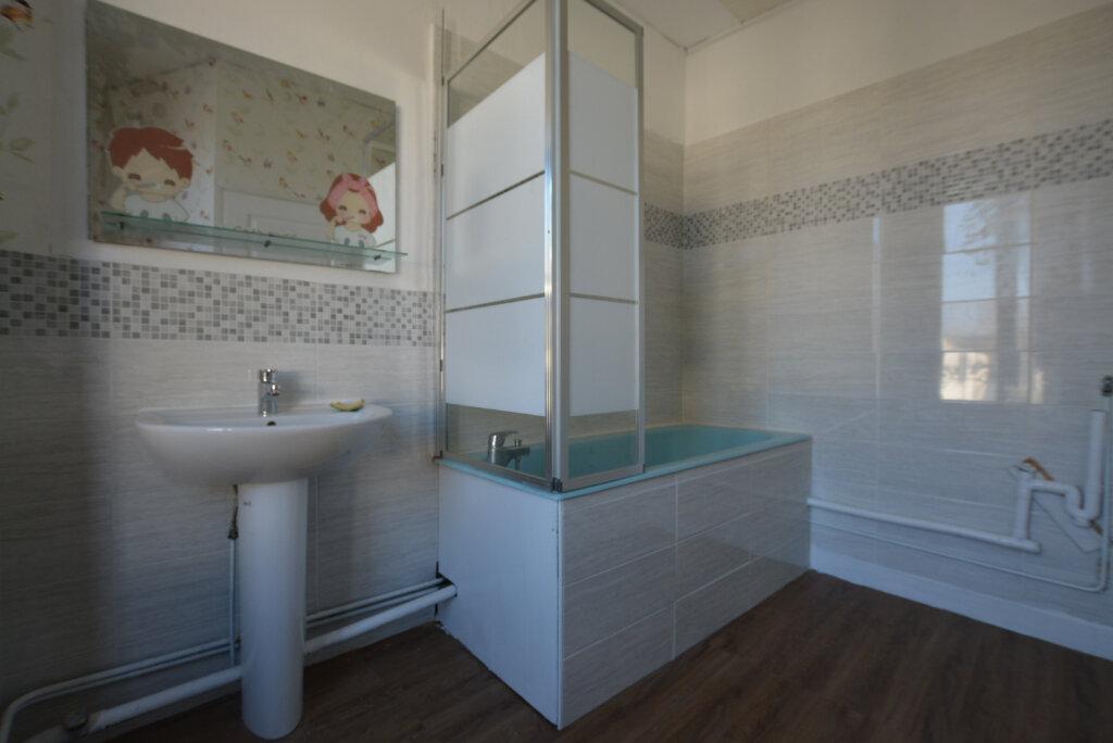 Appartement à louer 3 63.23m2 à Rue vignette-3