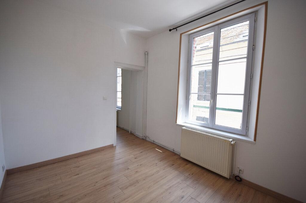 Appartement à louer 4 85.31m2 à Abbeville vignette-4