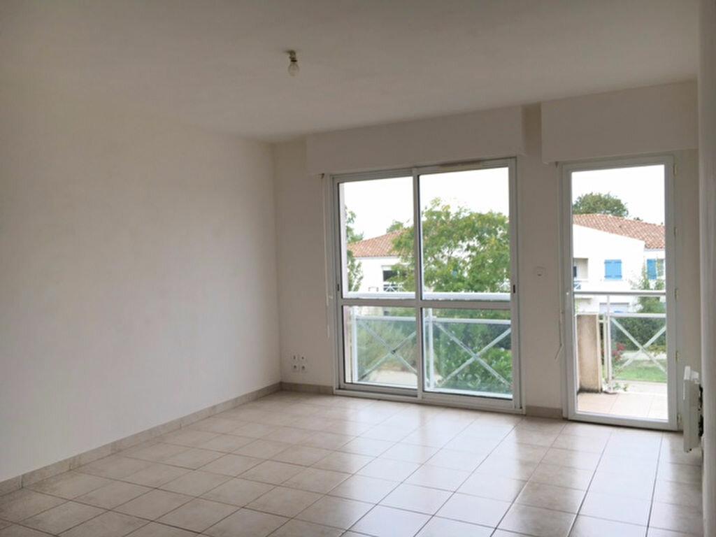 Appartement à louer 2 65.41m2 à Tonnay-Charente vignette-2