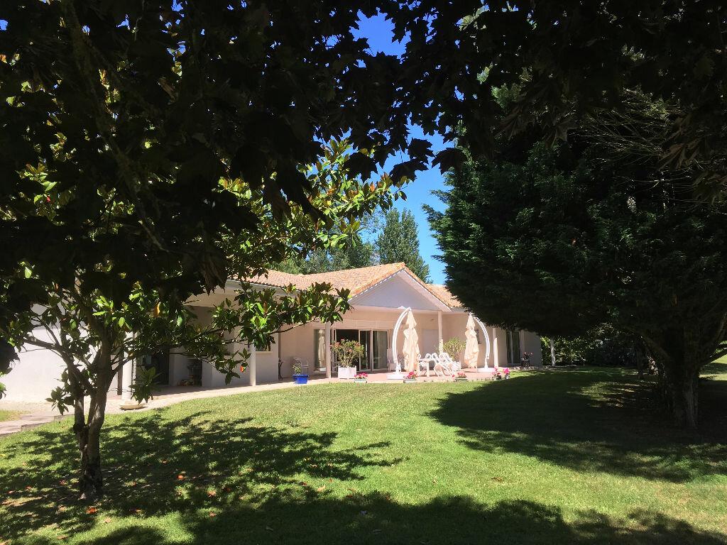 Maison à vendre 6 348.2m2 à Vergeroux vignette-1