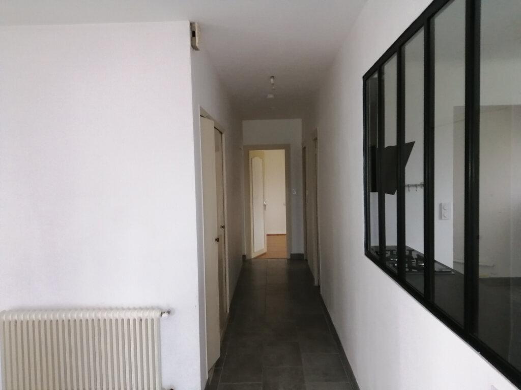 Maison à louer 4 107.38m2 à Échillais vignette-4