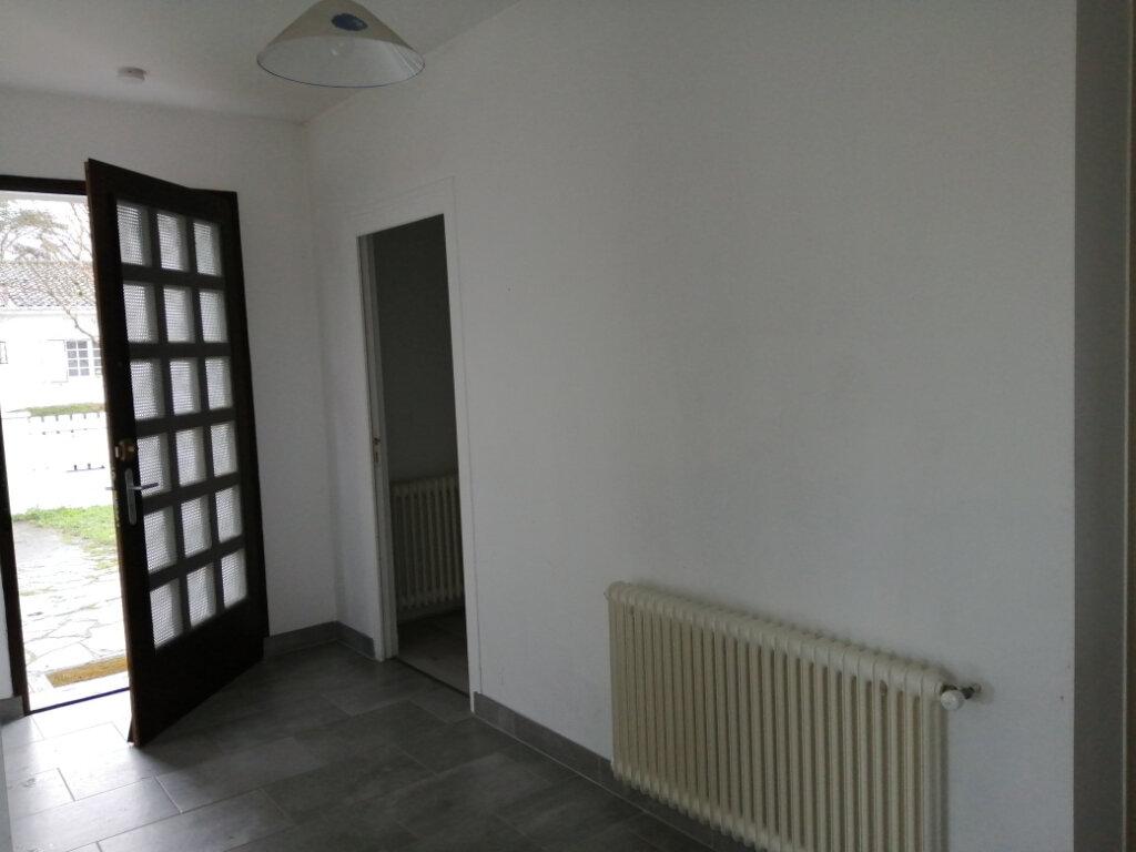 Maison à louer 4 107.38m2 à Échillais vignette-5