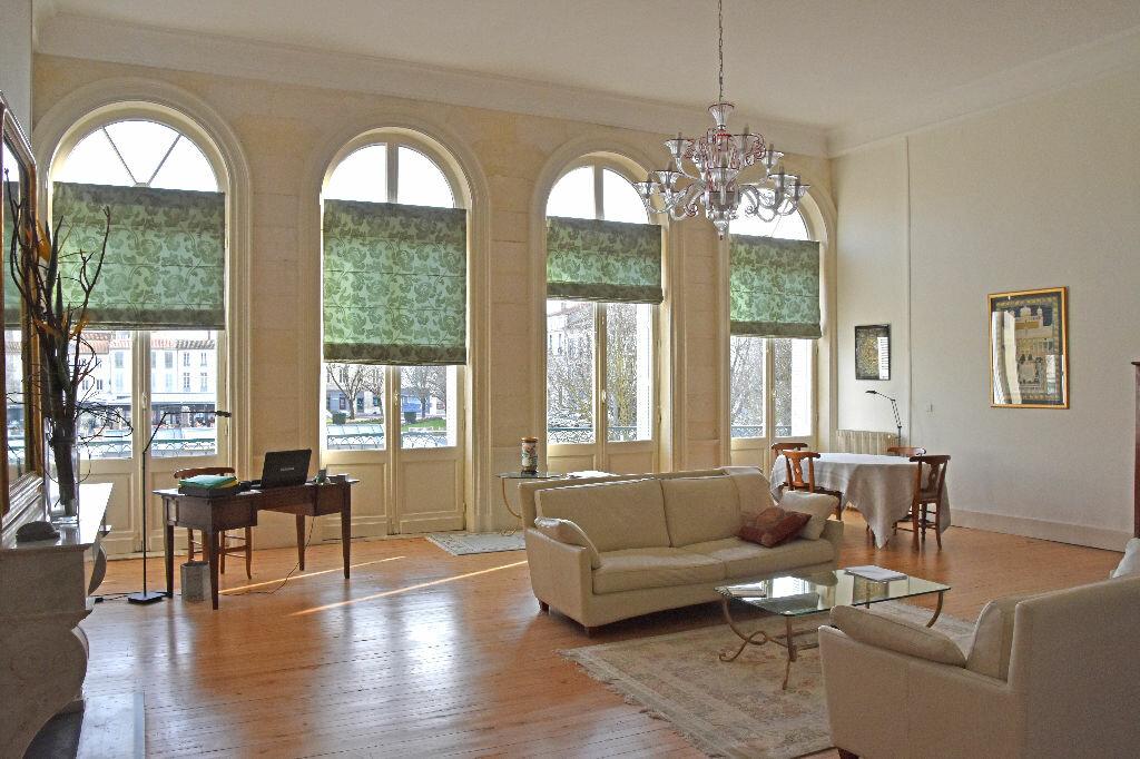 Appartement à vendre 4 298m2 à Rochefort vignette-1