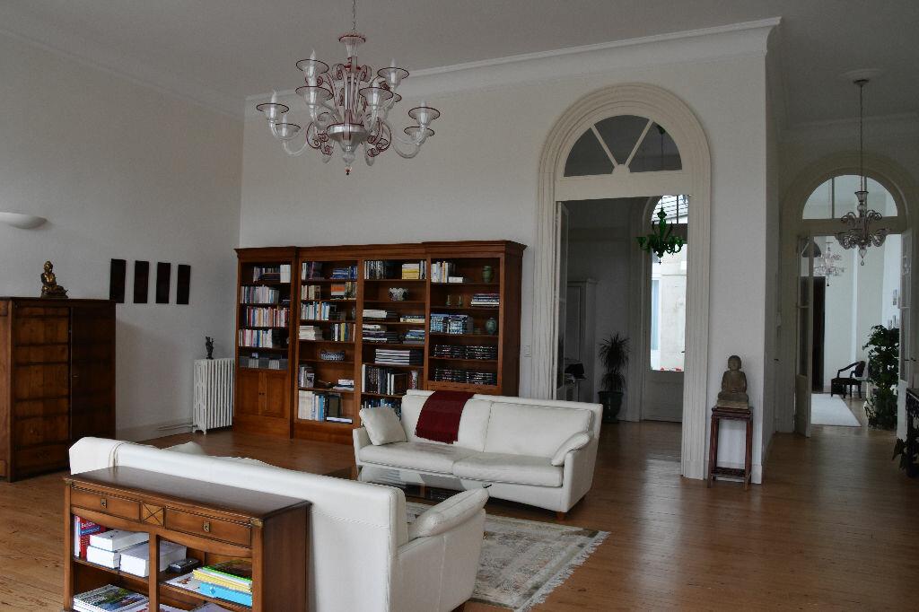 Appartement à vendre 4 298m2 à Rochefort vignette-3