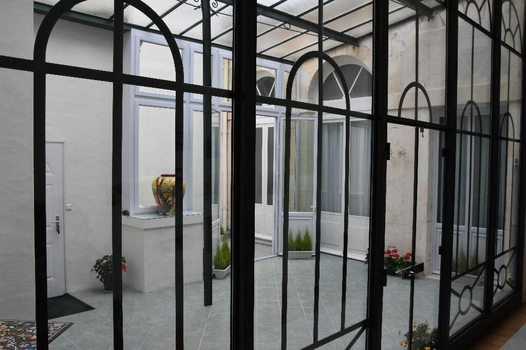 Appartement à vendre 4 298m2 à Rochefort vignette-6
