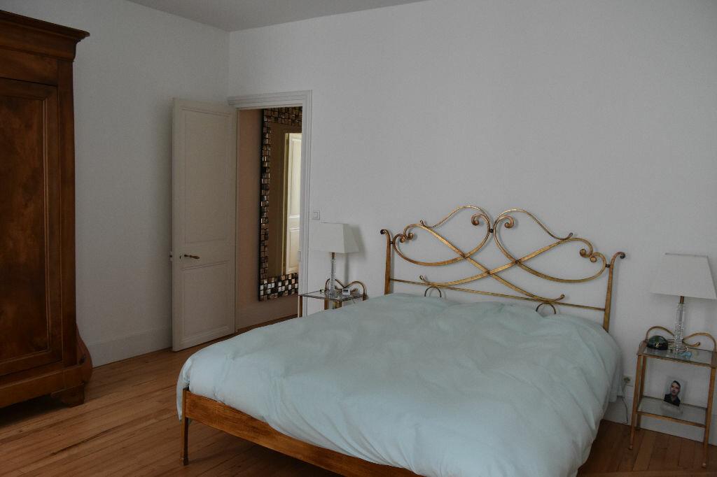 Appartement à vendre 4 298m2 à Rochefort vignette-8