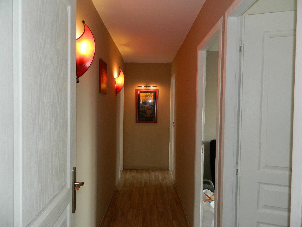 Appartement à vendre 4 89.34m2 à Rochefort vignette-4