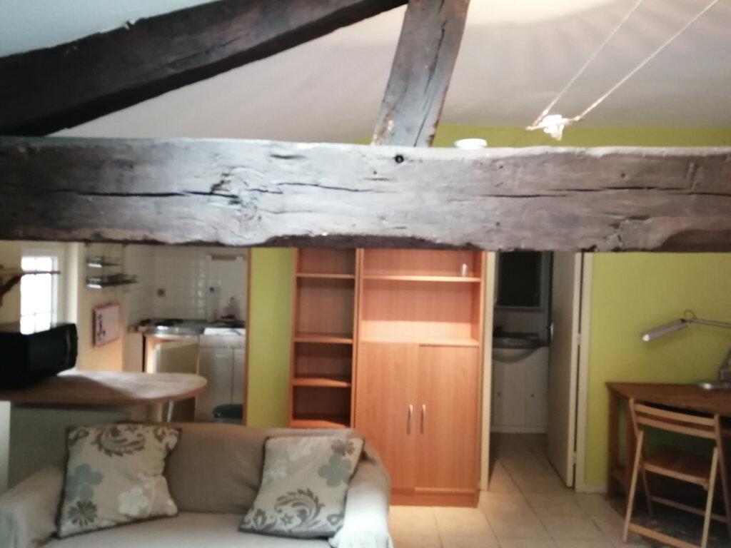 Appartement à louer 1 22.13m2 à Rochefort vignette-1
