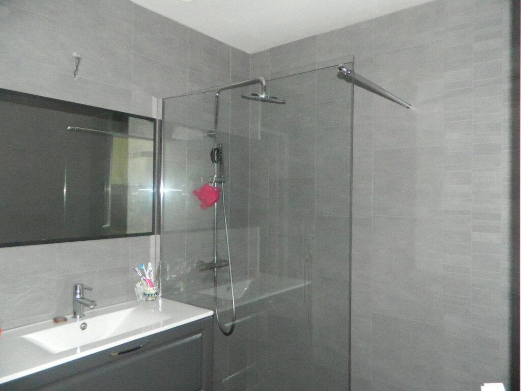 Appartement à louer 2 47m2 à Rochefort vignette-1