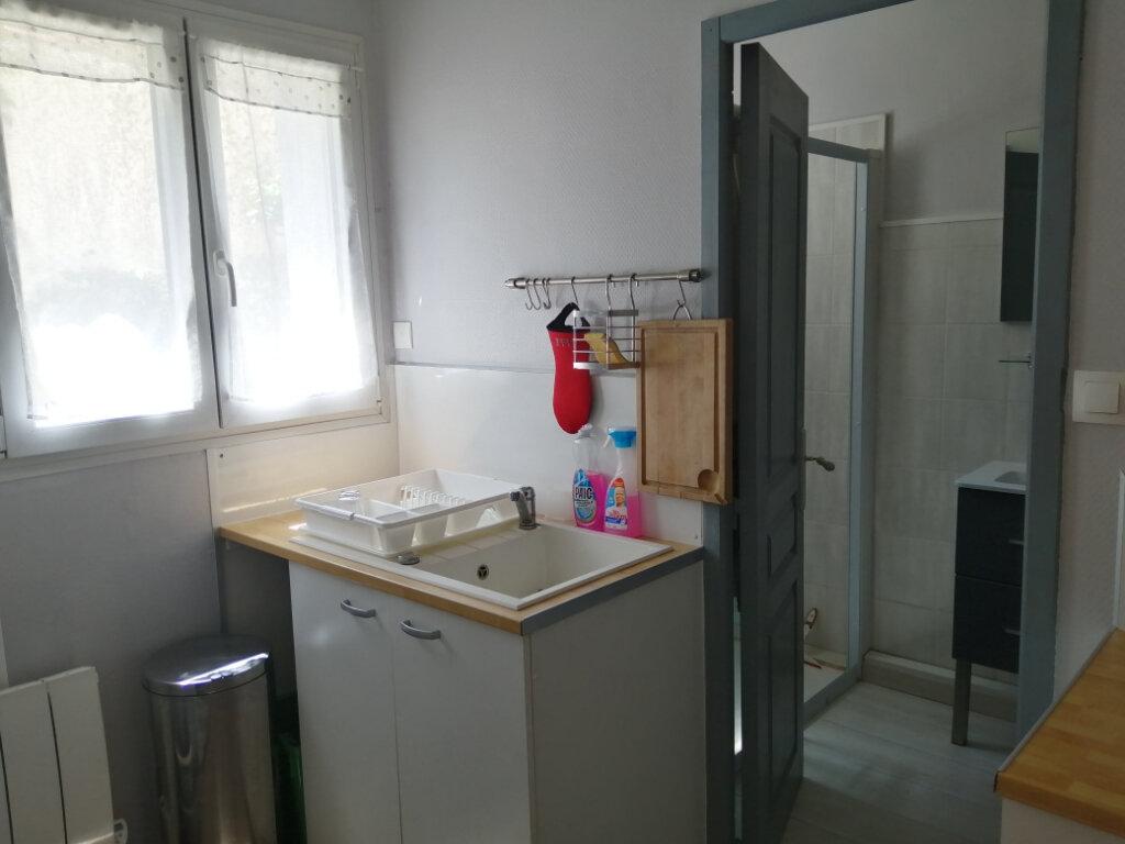 Appartement à louer 1 30.86m2 à Rochefort vignette-2