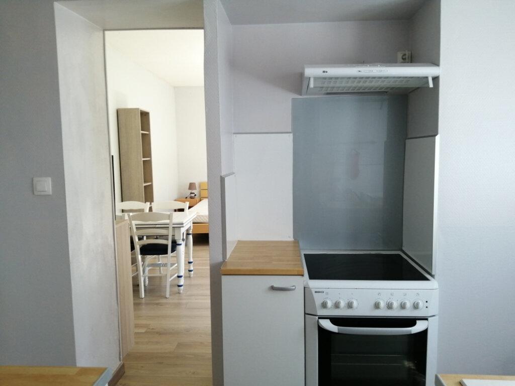 Appartement à louer 1 30.86m2 à Rochefort vignette-3