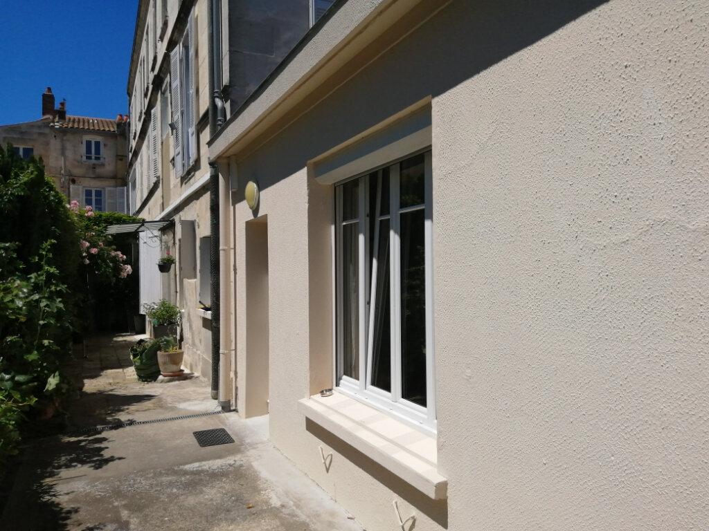 Appartement à louer 1 30.86m2 à Rochefort vignette-5