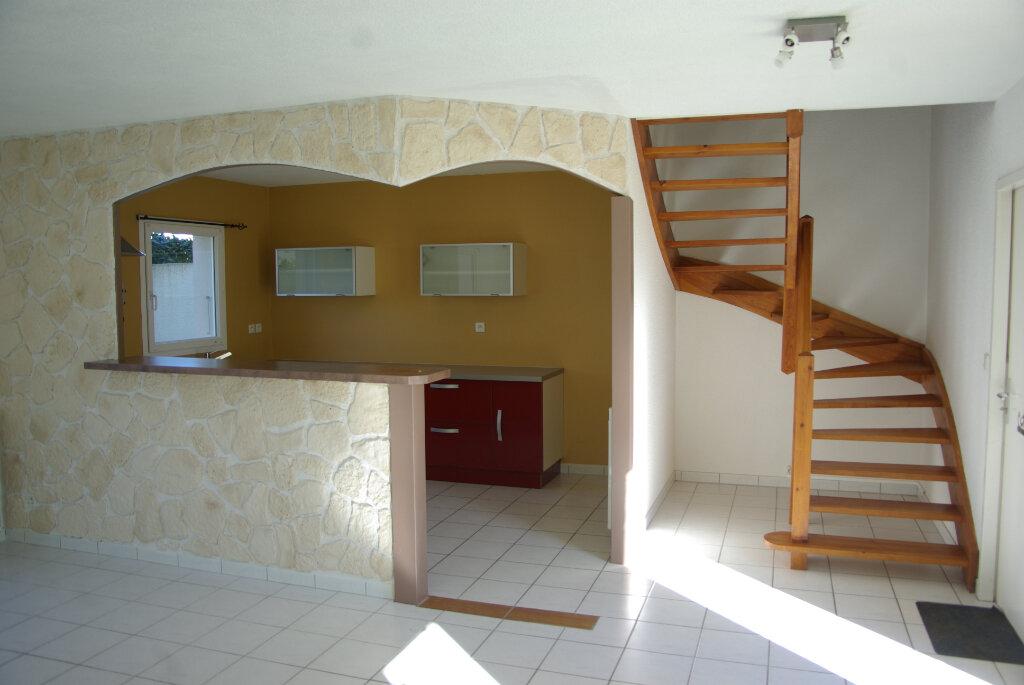 Maison à louer 4 82.08m2 à Échillais vignette-2