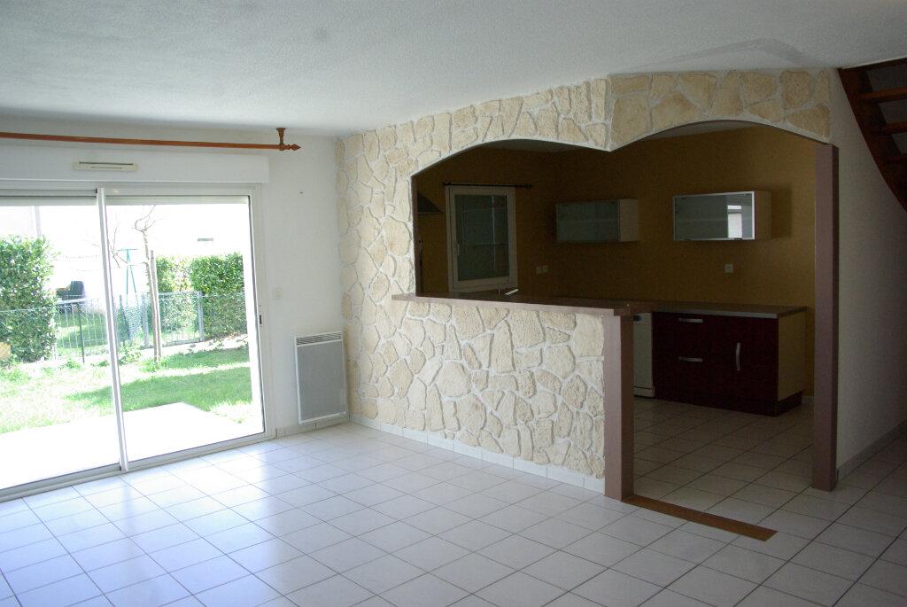 Maison à louer 4 82.08m2 à Échillais vignette-4