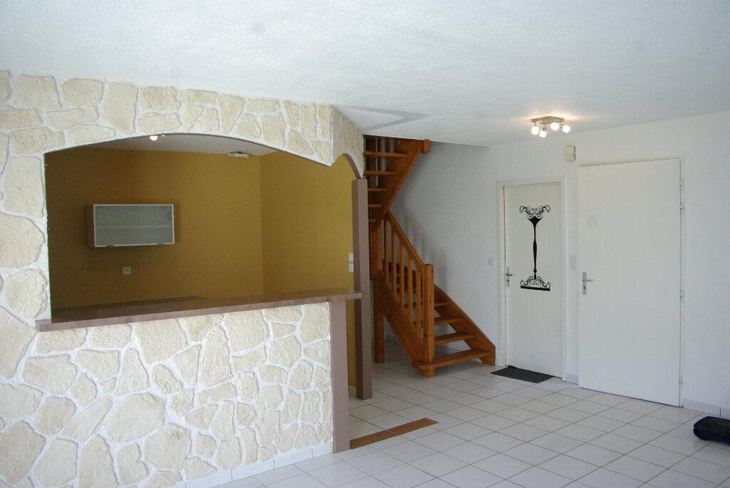 Maison à louer 4 82.08m2 à Échillais vignette-5