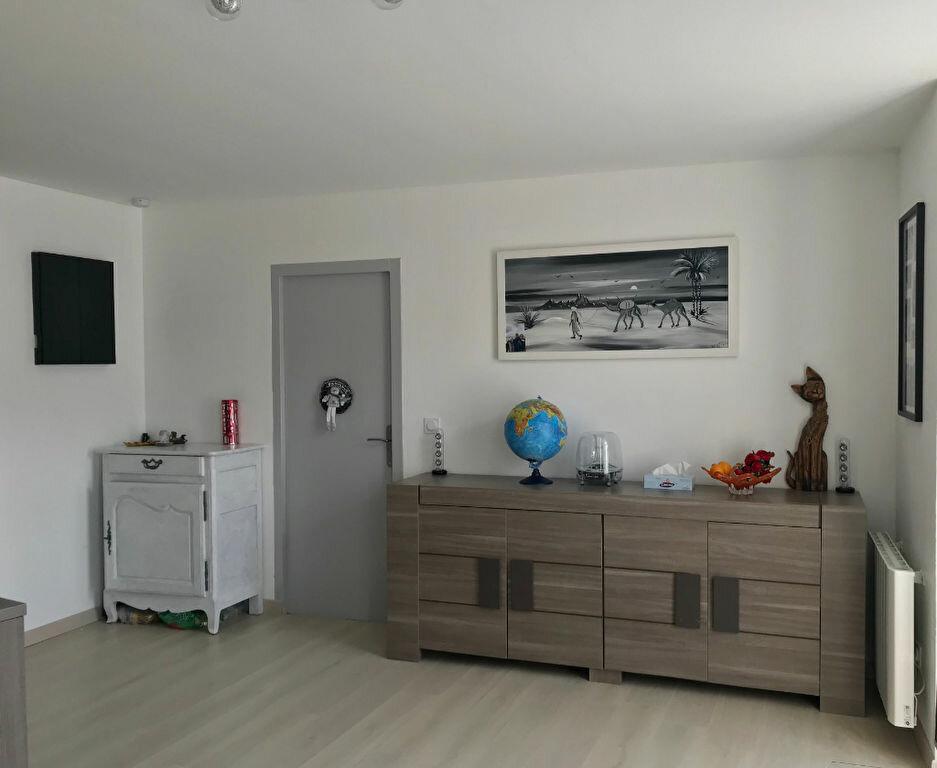 Appartement à louer 4 79m2 à Saint-André-du-Bois vignette-3