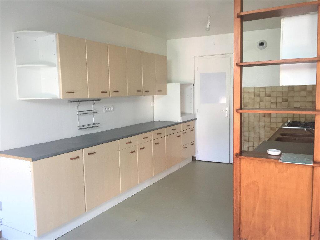 Appartement à louer 5 123m2 à Bar-le-Duc vignette-2