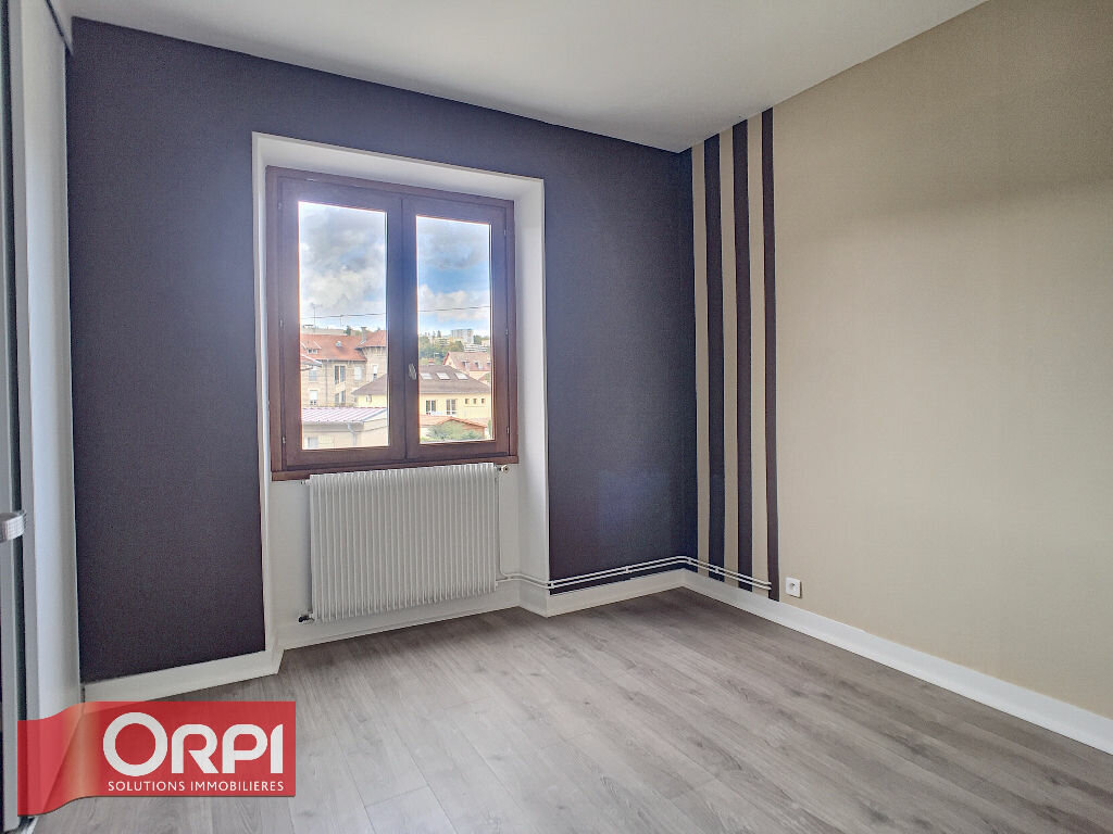 Appartement à louer 5 125.35m2 à Bar-le-Duc vignette-4
