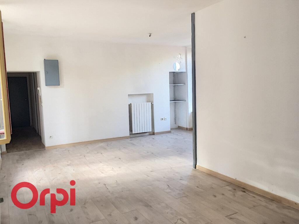 Appartement à louer 3 78.6m2 à Bar-le-Duc vignette-2