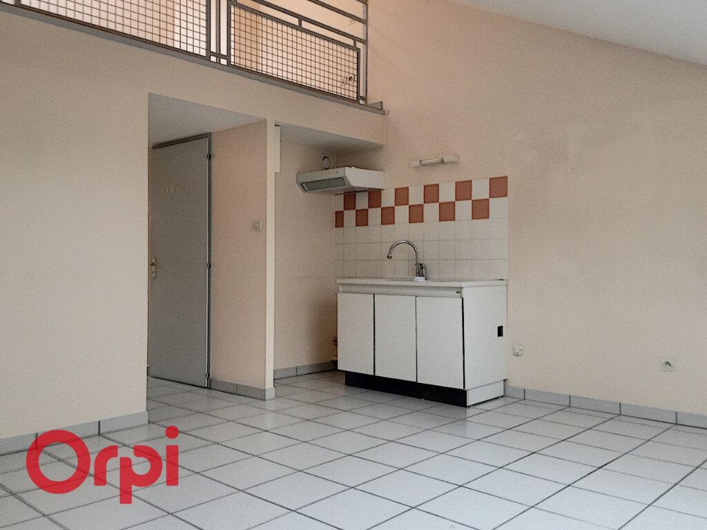 Appartement à louer 2 42m2 à Bar-le-Duc vignette-1